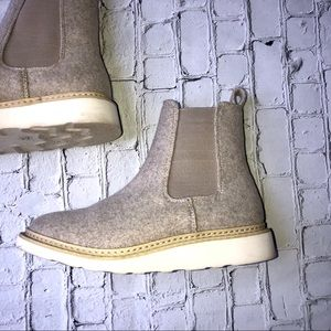 **Universal Thred Dawn Chelsea Ankle Boots**